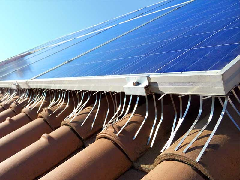 installazione barriera anti volatili su pannello fotovoltaico